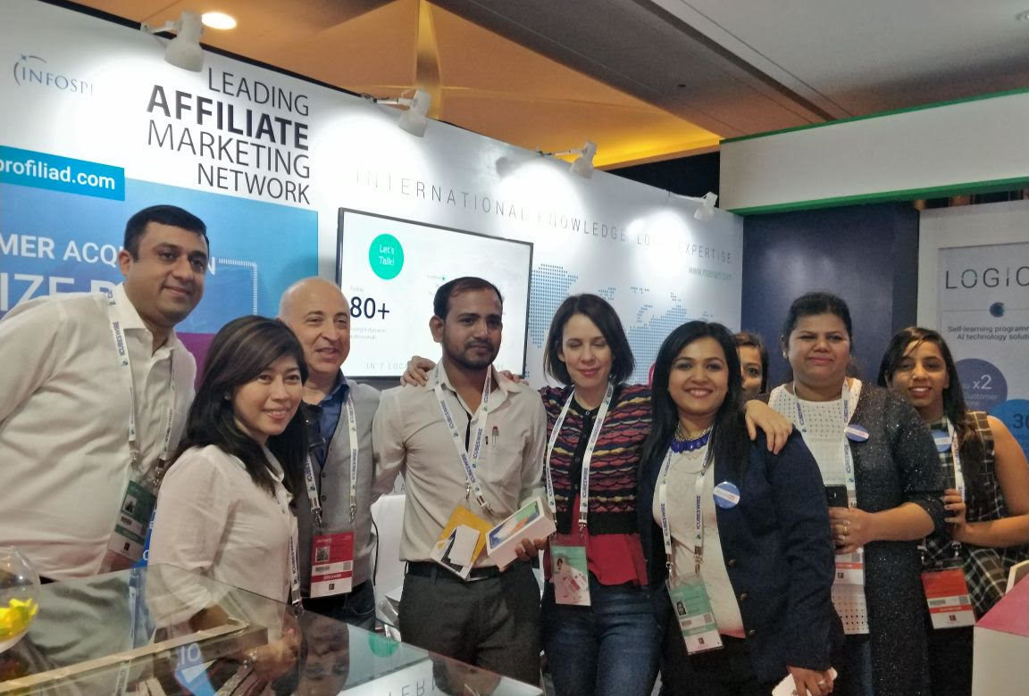 Ad tech New Delhi 2018, iPhone giveaway winner with MainAd & ProfiliAd team